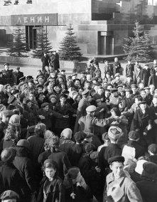 La mañana del 9 de mayo 1945 en la Plaza Roja. Foto: © RIA Novosti. Mikhail Ozerskiy.