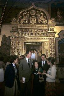 Samantha Smith junto a sus padres visita la Casa de la Amistad entre los Pueblos del Mundo, Crimea, Unión Soviética, 1 de julio de 1983. Foto: RIA Novosti / Yuri Abramochkin.