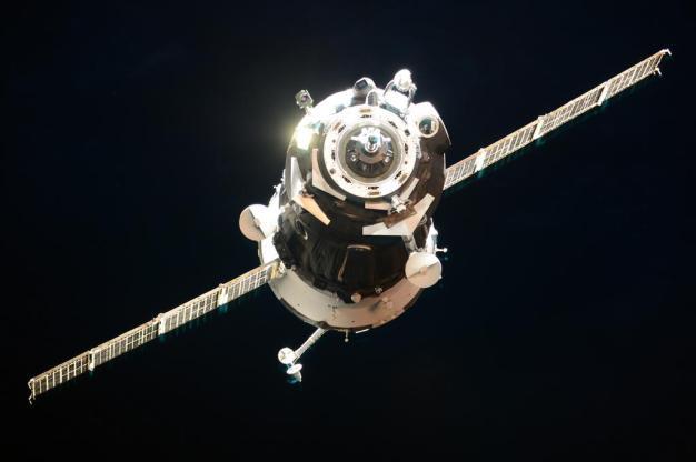 La nave Soyuz TMA-18M en las proximidades de la EEI. Foto: Roscosmos / Twitter.