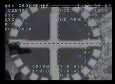 Soyuz TMA-18M tras el contacto con el puerto de atraque del módulo MIM-2 Poisk del segmento ruso de la EEI. Foto: NASA TV.