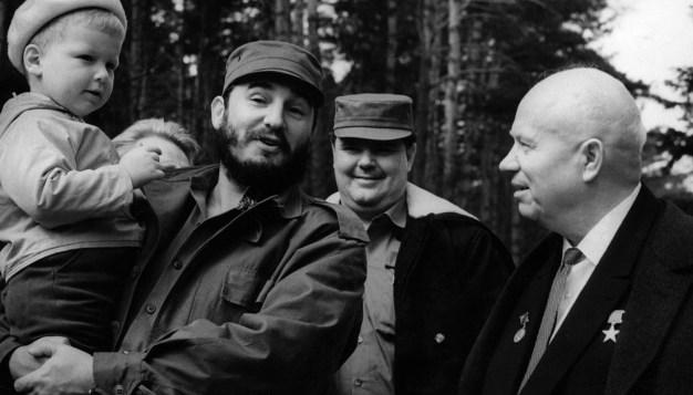Fidel Castro de visita en la residencia de verano de Nikita Jrushchov en los suburbios de Moscú, 6 de mayo de 1963, Moscú, RSFS de Rusia, Unión Soviética. Foto: ITAR-TASS.