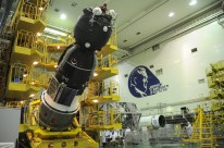 09 de Noviembre de 2016: Los diseñadores realizan una inspección a la nave Soyuz MS-03 antes de que esta sea integrada al cohete Soyuz-FG. Foto: S.P. Korolev/RSC Energia.