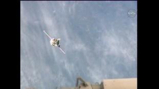 Rodeo y aproximación final de la Soyuz MS-03, durante las maniobras de acoplamiento. Foto: NASA TV.