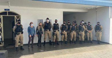 Militares de João Pinheiro/MG, Unaí/MG e Paracatu/MG visitaram as instalações da Casa da Mulher