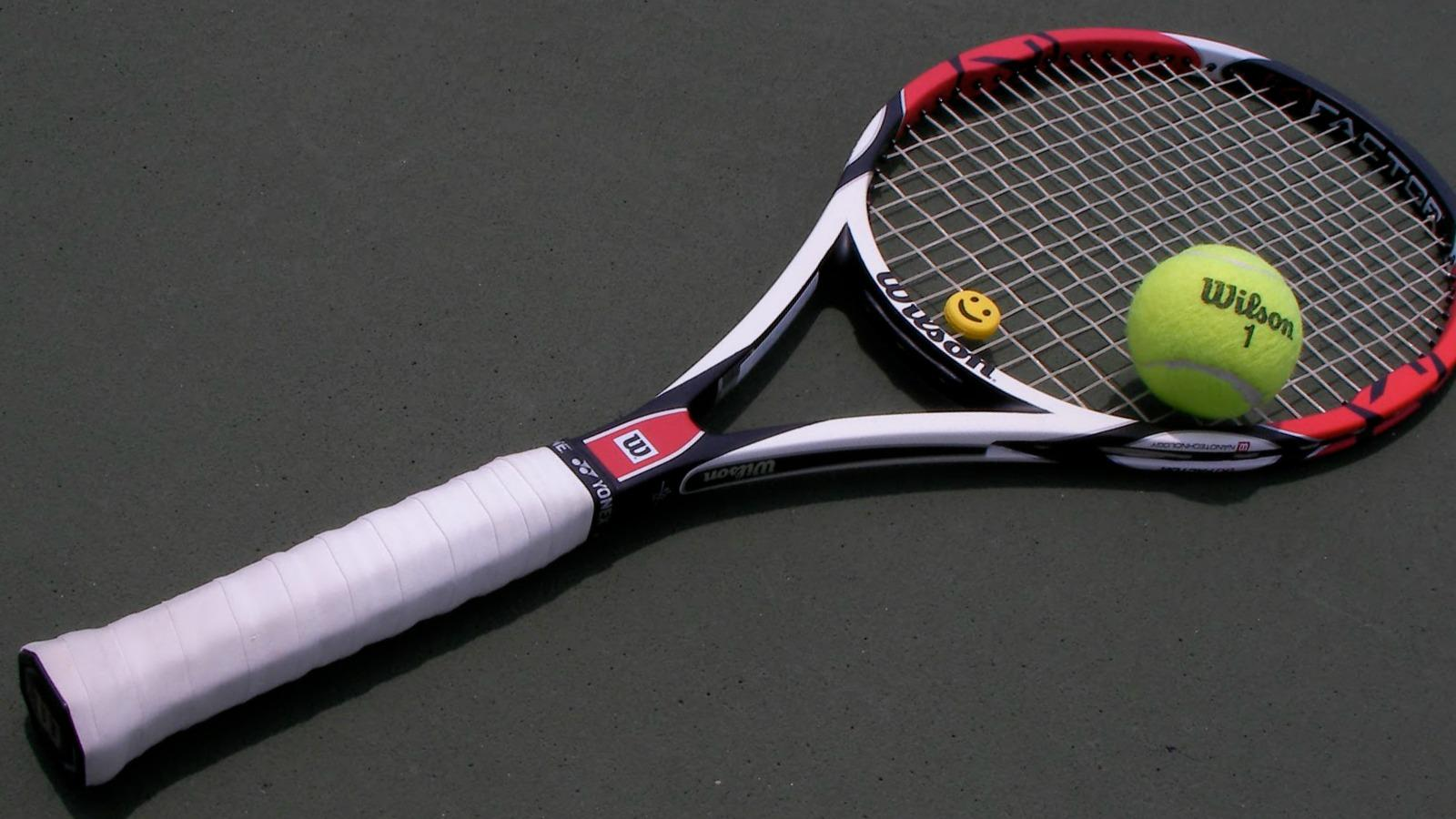 grip of a tennis racket