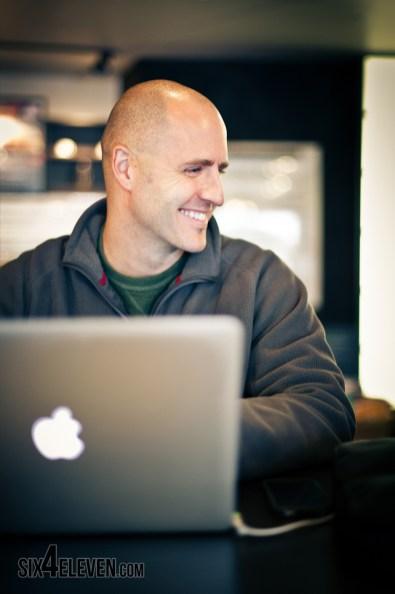 Brian-Gardner-at-Starbucks-06