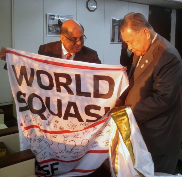 WSF President Rami Ramachandran presents the pennant signed by the world's leading players