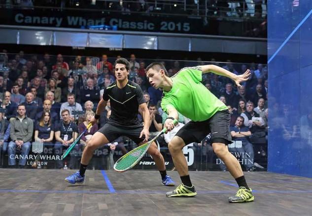 Max Lee (green shirt) gets in front against Mazen Hesham