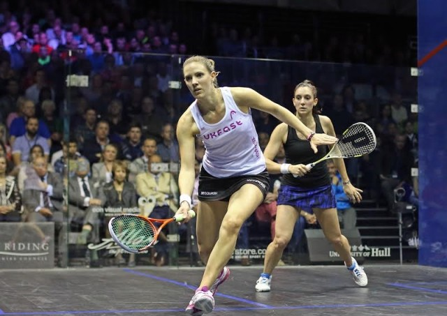 Laura Massaro fights to stay in the match against Camille Serme