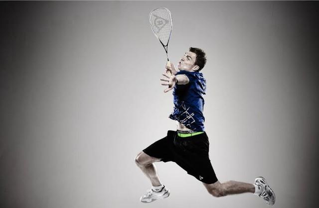 Nick Matthew  models his sports 2UNDR support