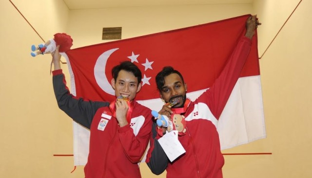 Marcus Phua (l) and Vivian Rhamanan ended Singapore's 20-year gold drought in squash