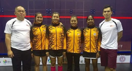 The Malaysian women's team with coach Ong Being Hee (right)