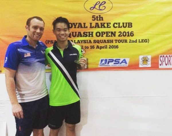 Ng Eain Yow (r) with coach Andrew Cross