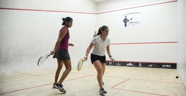 Tesni Evans (right) in action against Joshna Chinappa