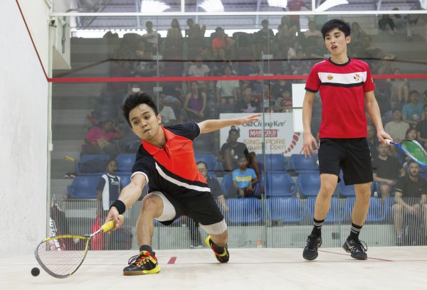 Addeen Idrakie (left) twice lost big leads in the first and third game in his loss against Hong Kong's Tang Ming Hong