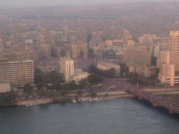The image Tweeted by Ramy Ashour showing the streets of Cairo packed with protestors