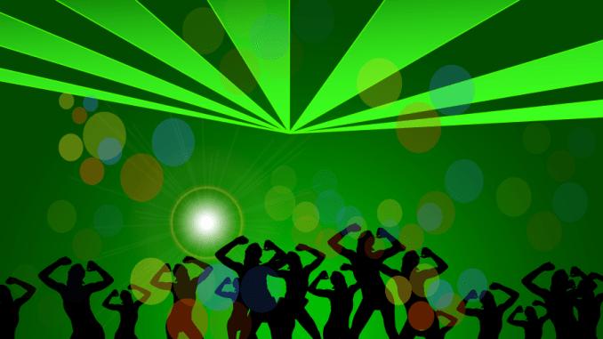 お酒を呑んだら踊りたくなっちゃった!そんな時に聴きたい『踊れる・ノレるサウンド』洋楽6選