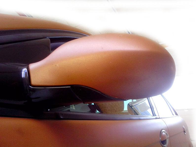 Bil med bronze folie