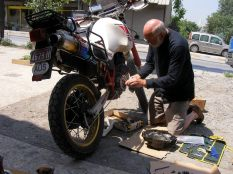 Paul repairing the clutch on his Ténéré
