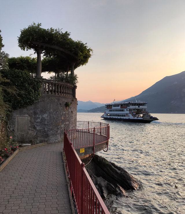 Varenna è uno dei posti più belli del Lago di Como, magico al tramonto
