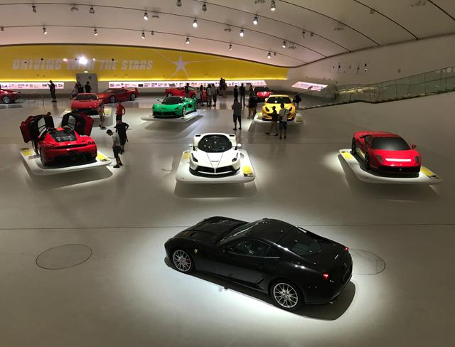 A Modena è da visitare il Museo Enzo Ferrari con le sue auto da sogno