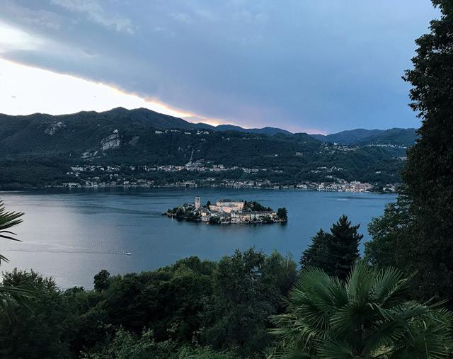Uno dei borghi più belli del Piemonte è Orta San Giulio, con il suo lago e il Sacro Monte