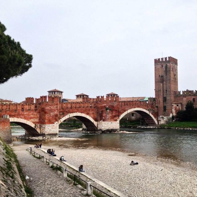 Cosa vedere a Verona? Al nono posto direi Castelvecchio ed il Ponte Scaligero sul fiume Adige