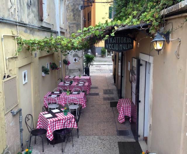 Cosa vedere a Verona? In ottava posizione via Sottoriva, pittoresco quartiere popolare vicino all'Adige