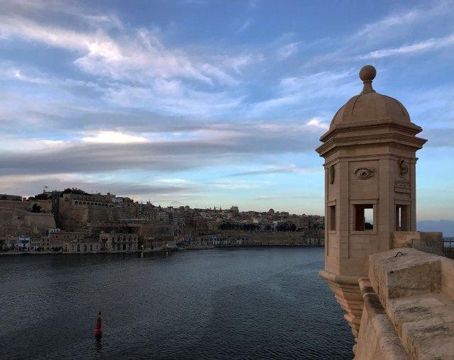 Il panorama dal Gardjola Garden in direzione della Valletta, assolutamente fantastico