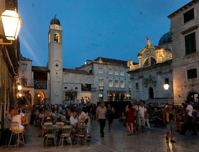 Cosa vedere a Dubrovnik? Sicuramente l'affascinante Piazza della Loggia