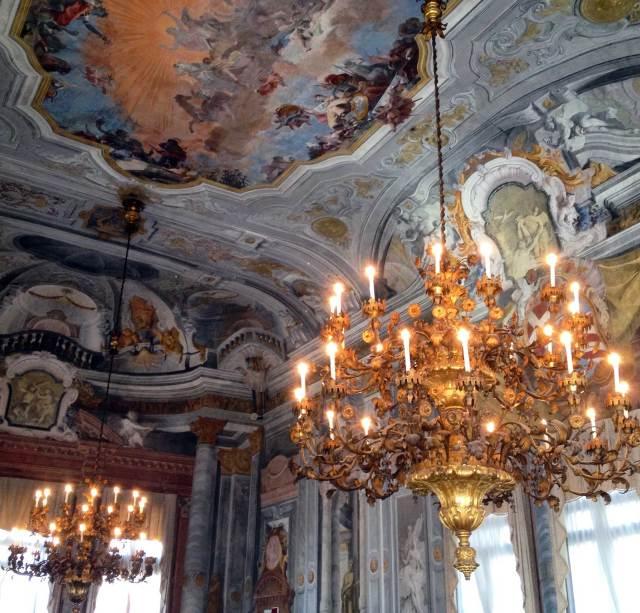 Ca' Rezzonico, un palazzo capolavoro sul Canal Grande riccamente decorato. Qui si può rivivere lo sfarzo del Settecento veneziano