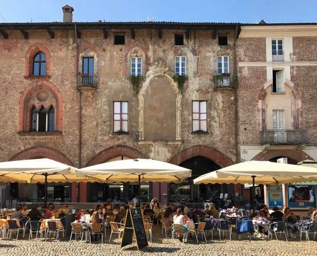 Piazza della Vittoria è una delle cose da vedere a Pavia