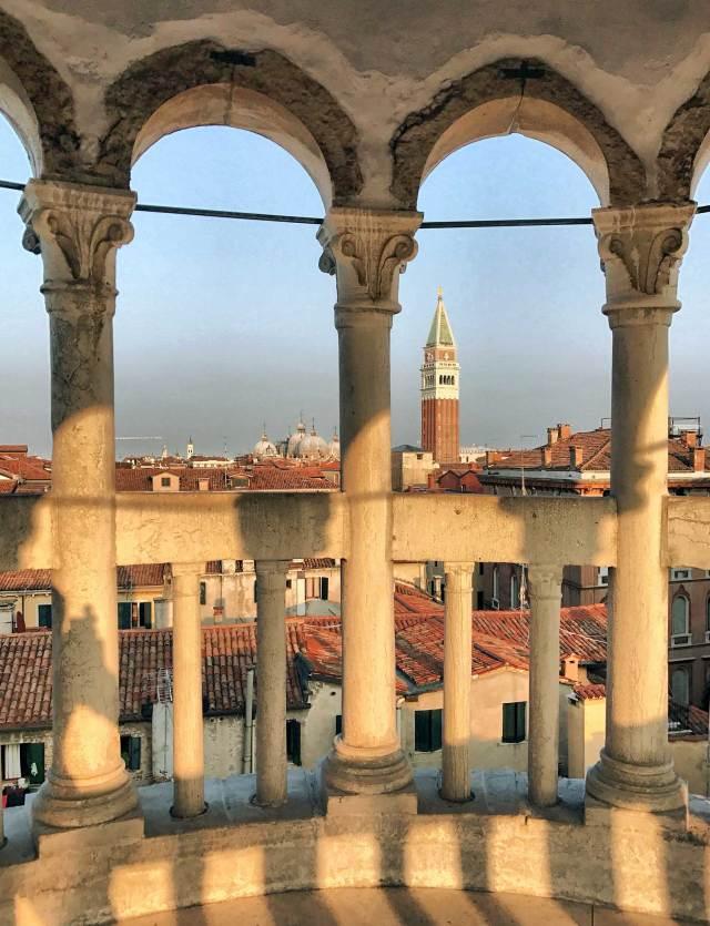 Chi viene a fotografare a Venezia non può assolutamente perdere il Palazzo Contarini del Bovolo: la scala elicoidale è meravigliosa!