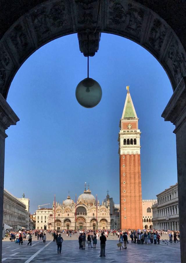 Cosa fotografare a Venezia? Certamente la prima cosa è Piazza San Marco con tutte le sue bellezze