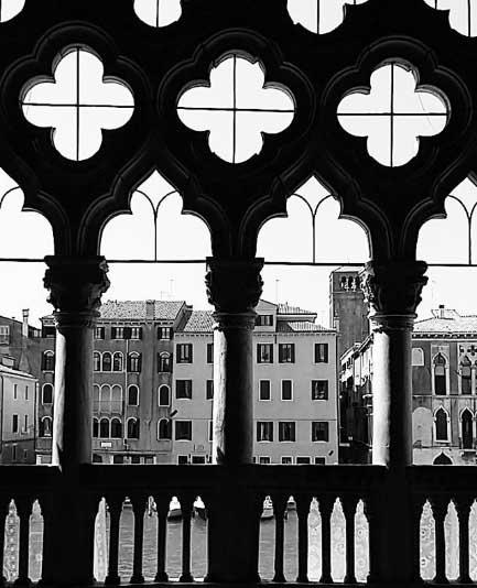 Vuoi uno scatto unico da fotografare a Venezia? Alla Ca' D'Oro c'è una favolosa vista sul Canal Grande! Vedere per credere!