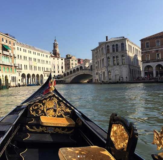 Un giro in gondola è così caratteristico che è certamente da fare e fotografare a Venezia