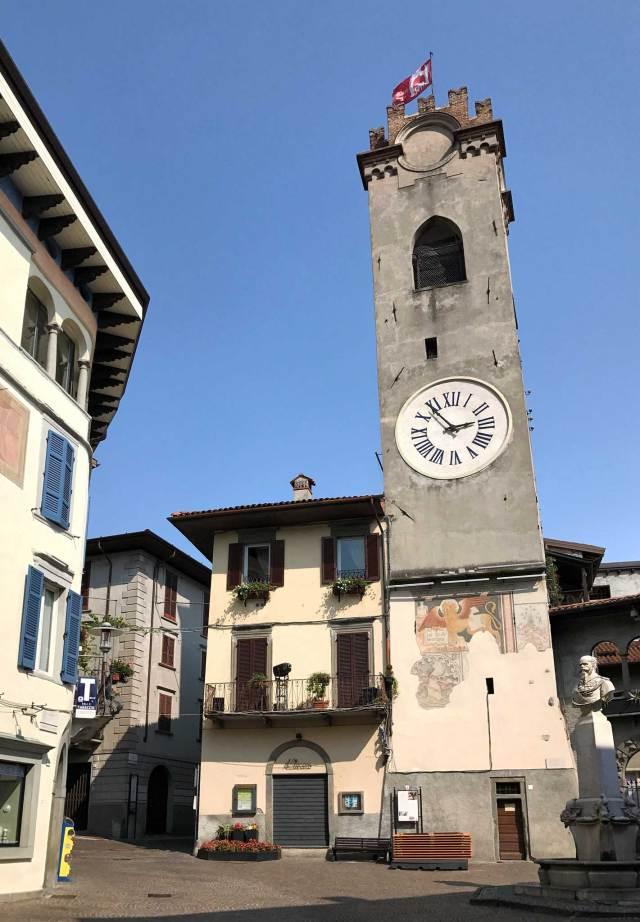 La Torre Civica è il simbolo di Lovere, uno dei borghi più belli d'Italia sul Lago d'Iseo
