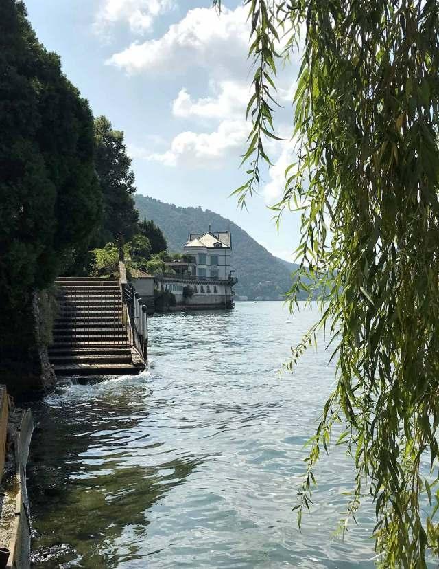 Blevio è un paese residenziale pieno di ville sul Lago di Como