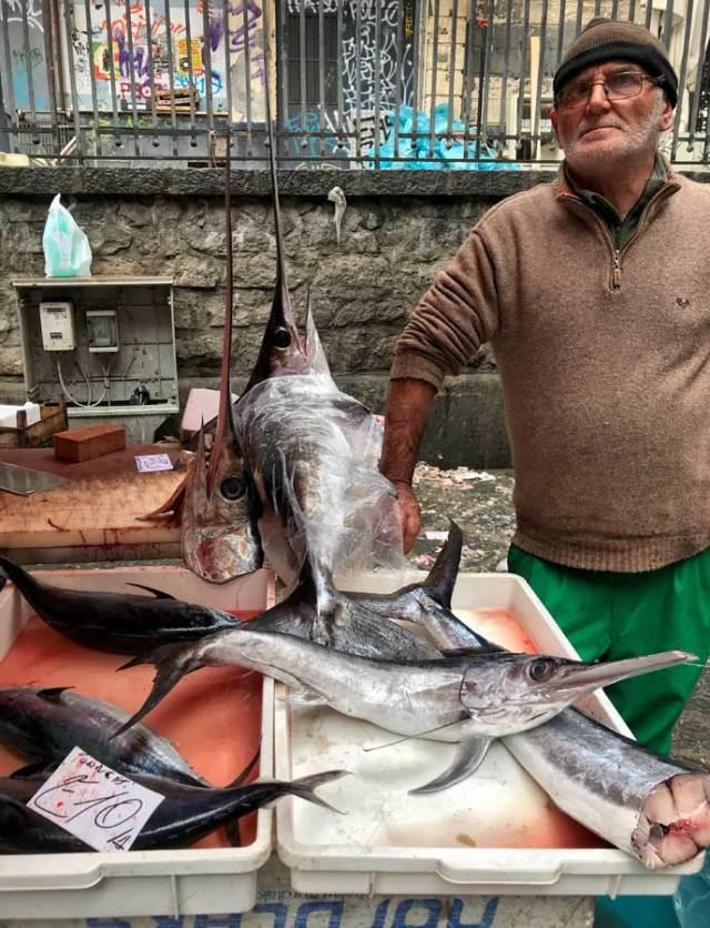 Dove mangiare a Catania? Al Mercato della Pescheria, un posto davvero tipico!