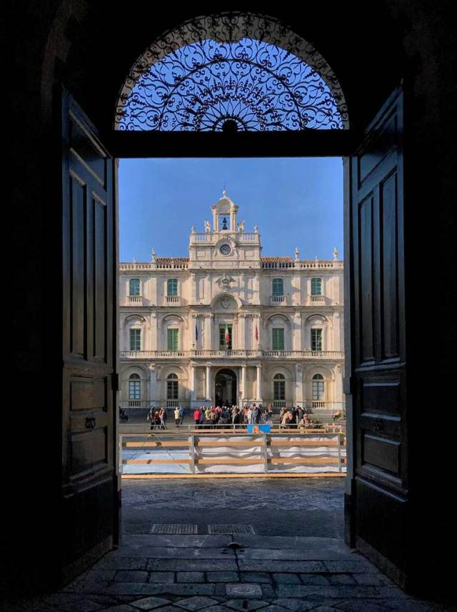 Piazza dell'Università è una delle cose da vedere a Catania