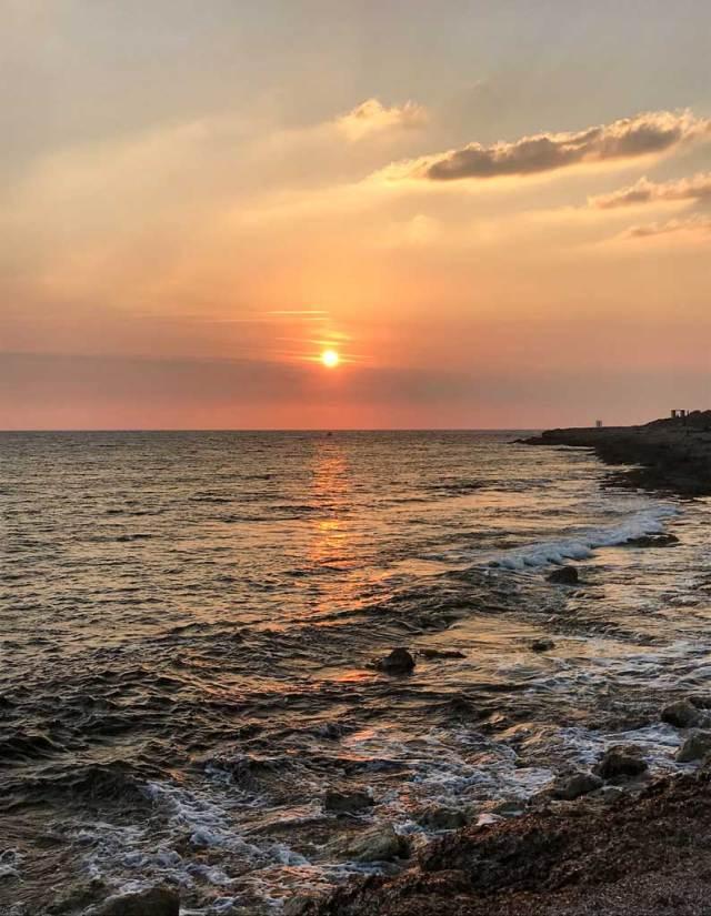 Cosa fare a Cipro? Certamente ammirare i bellissimi tramonti nel mare