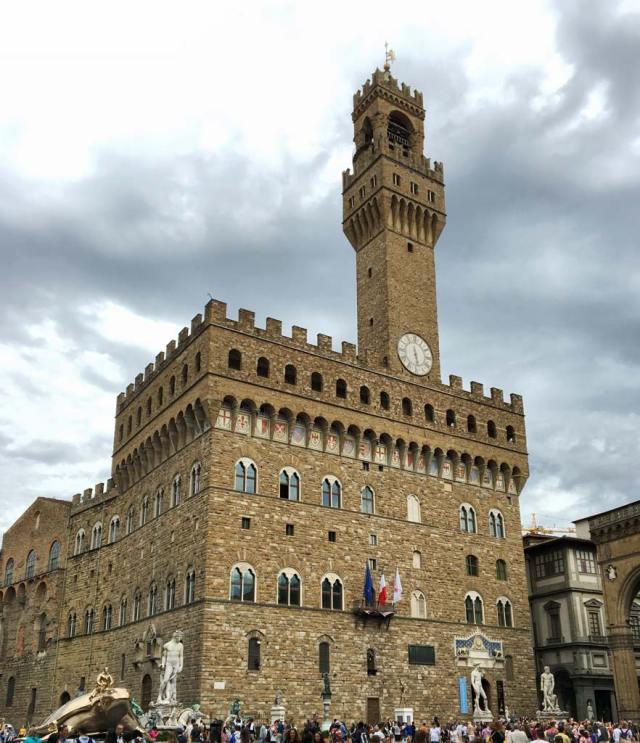 Cosa fotografare a Firenze? Certamente la prima cosa è Palazzo Vecchio con tutte le sue bellezze.