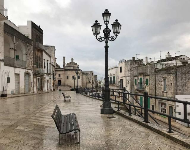 Via San Quirico è la strada più bella di Cisternino, uno dei borghi più belli della Puglia