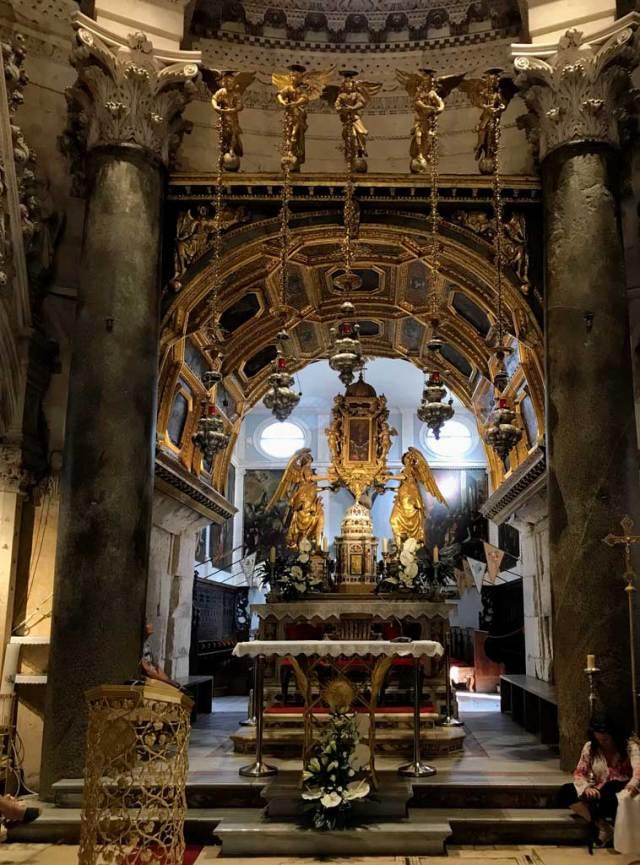 Cosa vedere a Spalato? Di sicuro la Cattedrale di San Doimo, l'ex mausoleo di Diocleziano.