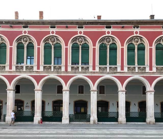 Piazza della Repubblica è una delle piazze più belle di Spalato, a pochi passi dal mare