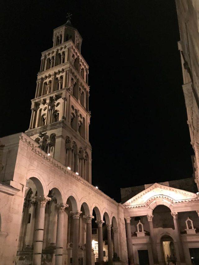 Passeggia la sera tra le vie del Palazzo di Diocleziano a Spalato e scopri la sua magica atmosfera!