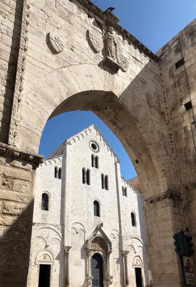 La basilica di San Nicola è il cuore di Bari da quasi un millennio