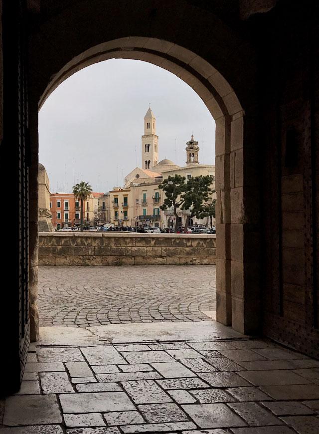 Cosa vedere a Bari? Ci sono diversi musei, ma la cosa migliore è passeggiare tra le sue vie