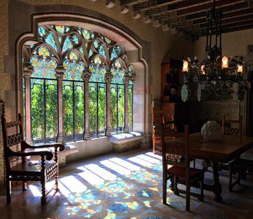La Casa Amattler è un gioiello di Barcellona accanto alla famosa Casa Batlló