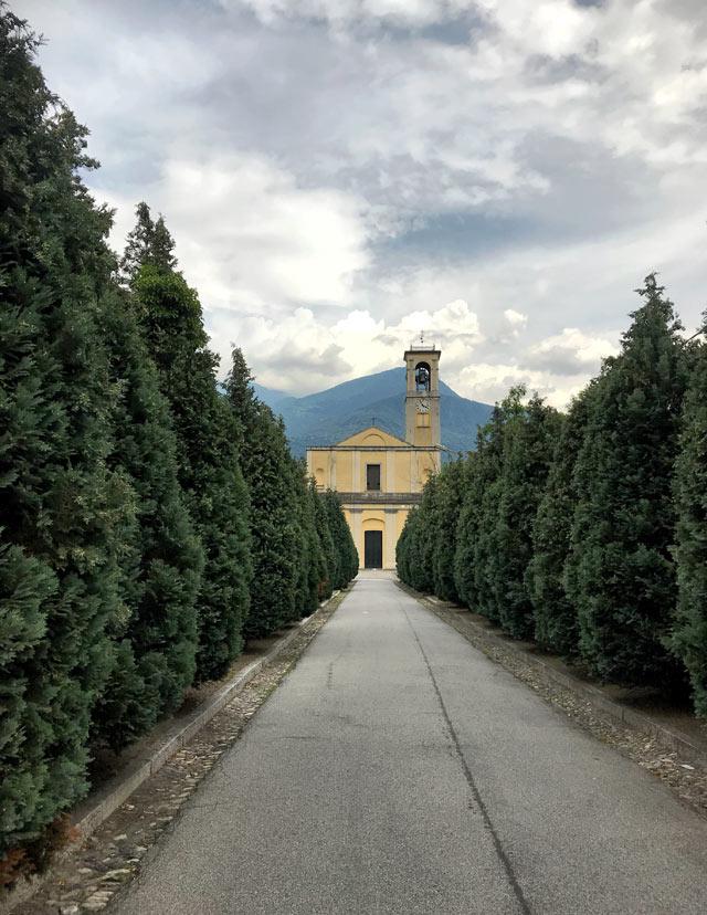 La Chiesa di Santo Stefano è una delle più belle di Dongo sul Lago di Como